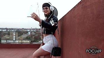 Mi vecino me encuentra en la terraza sacandome fotos y aburrida | FOCU69 | ig @barbierivas.vip