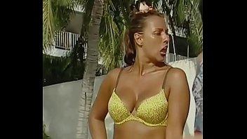Consuelo Duval tetona en bikini