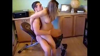 Mulher pelada sentando na pica