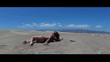 TRAVEL SHOW ASS DRIVER - Gran Canaria. Dunes Maspalomas with Sasha Bikeeva in micro-bikini