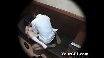 #盗撮動画#ネカフェをラブホ代わりにして普通にセックスしてる不謹慎な学生カップルw