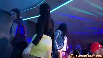 Party whores get fucked 10分钟