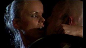 Laura esta sola (2003)
