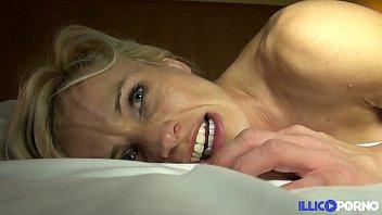 Cougar sexy veut se faire démonter [Full Video] 27分钟