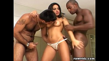 Fiesty Latina Gets Two Big Black Cocks In Her Ass 8分钟