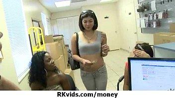 Verzweifelt Teen nackt in der Öffentlichkeit und fickt Miete 14 zu zahlen