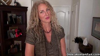 American milf Lauren Demille flaunts her tanned body