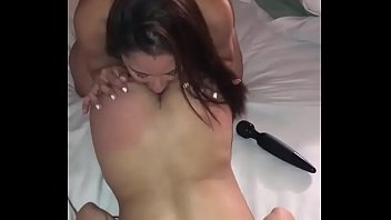 Hot babe loves to rim not her twin sister
