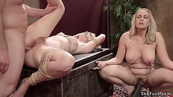 Father Fucks Mother and Daughter - https://familytabooxxx.blogspot.com Vorschaubild