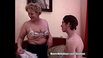 Fat mamas porn - Teen boy fucks bestfriends hot blonde mom