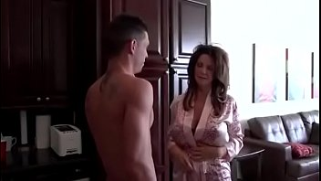 Sleeping With Mom - Dealingporn.com