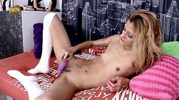 A wet gabriela Flores play a round with sex machine