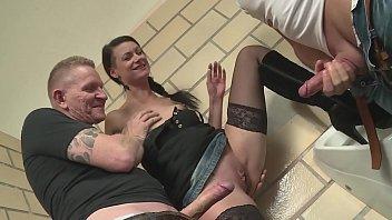 Free porn mmv Heisse zeitungsverkäuferin auf dem bahnhofsklo gefickt