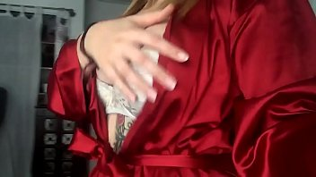 [New video Leaked ] 19 years old Alisa shows her boobs on Facebook. thumbnail