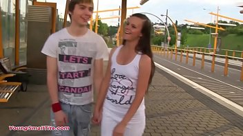 teen sensation - young girl and young boy in love 5分钟