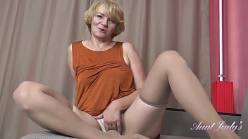AuntJudys - 56yo Step-Auntie Aliona SUCKS YOUR COCK and JERKS YOU OFF 26分钟
