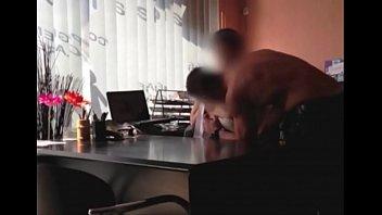 Sexe au travail Elle adore se faire baiser au boulot