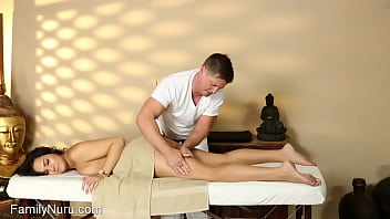 Daddy help out stepdaughter with injury