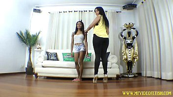 Girl Trapped Between Rosa Legs f. to Suck Pussy
