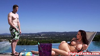 Glamour milf spitroasted poolside in threeway