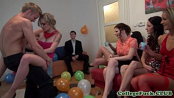 European college girl jizzed at bday party 7分钟
