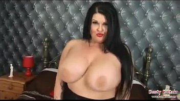 Bbw fucking her hot pussy