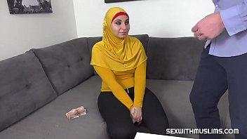 Innocent blowjob from busty Muslim thumbnail