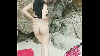 Siskaeee Telanjang Di Pantai
