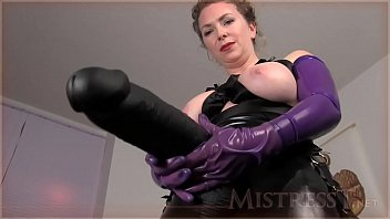 Huge Anal Insertions Challenge Mistress T 24分钟