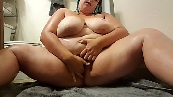 North Dakota BBW masturbates after getting out of the shower