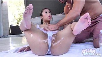 Sexy Asian Teen Oil Spills Jade Kush 8分钟