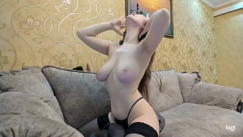 Lovense Lush : Tip and it vibrates to give me pleasure (connects us)
