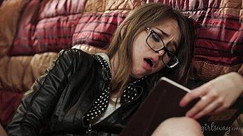 Hot investigator read a diary - Sara Luvv, Riley Reid, Karlie Montana 6分钟