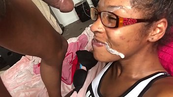 18 Year Old Ebony Thot! Gets A Facial! & Squirts! 17分钟