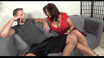 Hot brunette milf gives a blowjob - milf.viewse.xyz