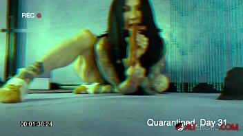 Tattooed Jenevieve Hexxx masturbating during quarantine