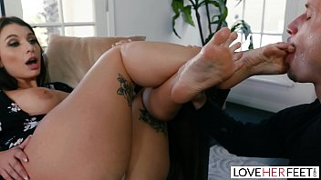 LoveHerFeet Busty Brunette Ivy Lebelle Gets Plugged By The Cable Guy