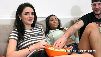 Foursome party with big tits and asses 7分钟