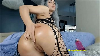 Blond milfy playing with big dildo and squirting