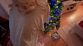 Step Daughter Sucked Daddy Cock and got Christmas Presents - Shinaryen