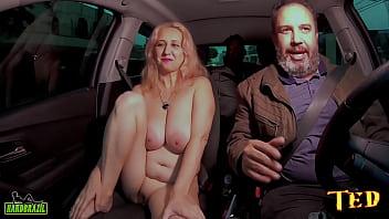 Na carona do Ted #100 temos uma Milf disposta a fazer qualquer coisa no carro - StellaStill SP - Hygor Negrao
