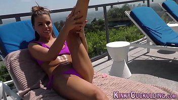 Babe squirts for cuckold