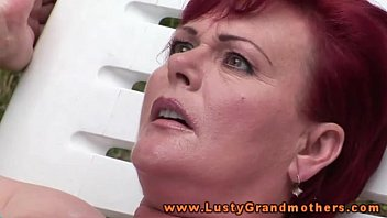 Ginger mature granny fingered outdoors 7分钟