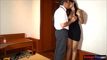 Cheating on his wife with a Thai amateur hooker beauty 6分钟