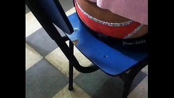 amiga del instituto muestra todo su calzon!!!