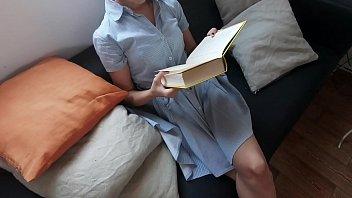 她正在读书时青少年猥亵(Xvideos红色的完整视频)