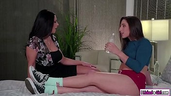 Abella showing her stepmom how to squirt 5 min