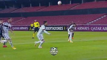 Flamengo tomando de 5 Chupa Flamengo