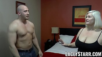 LACEYSTARR - GILF seduces big dicked hunk into hard pounding 12分钟