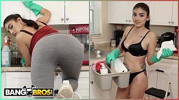 BANGBROS - My Dirty Maid Michelle Martinez Sucks My Cock Clean 11分钟